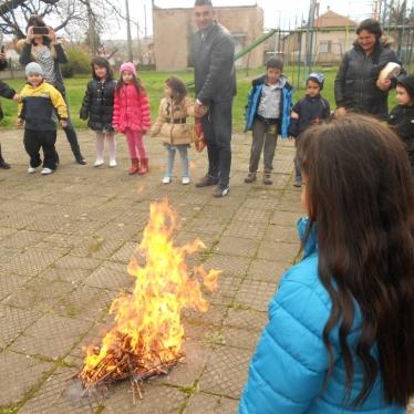 Огън по Благовец
